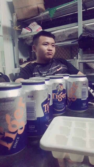 Làm vài cốc bia để lấy tinh thần làm việc thôi